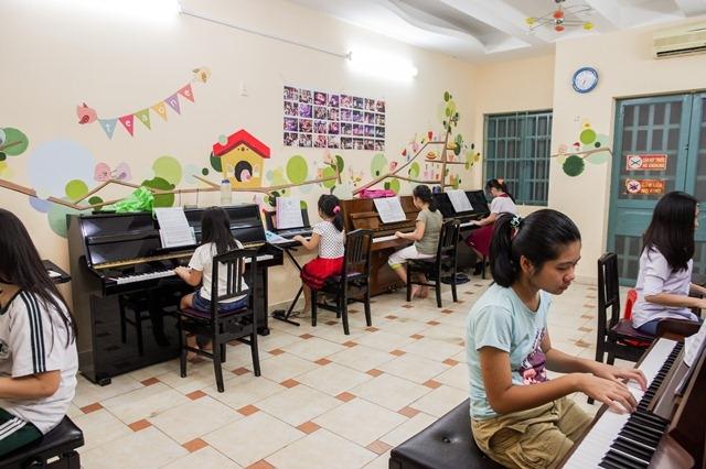 Phaolo có các khóa giảng dạy thanh nhạc cơ bản và luyện thi