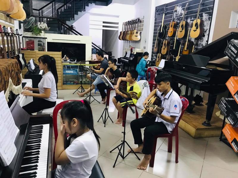 Không gian lớp học các loại nhạc cụ