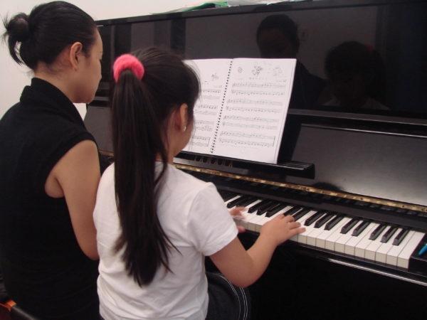 Giáo trình giảng dạy tại Trung tâm được biên soạn dựa trên các giáo trình mang tính quốc tế