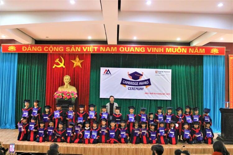 Học viên AMA tại lễ trao giấy chứng nhận kì thi quốc tế Cambridge
