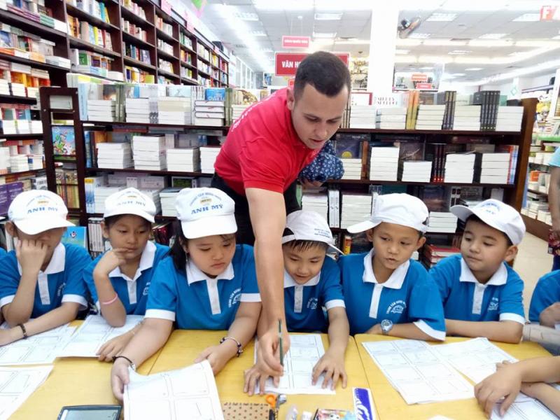 Đến với trung tâm Anh Mỹ, học viên sẽ được phát triển các kĩ năng nghe – nói – đọc – viết, được trau dồi vốn tiếng Anh một cách tự nhiên và toàn diện