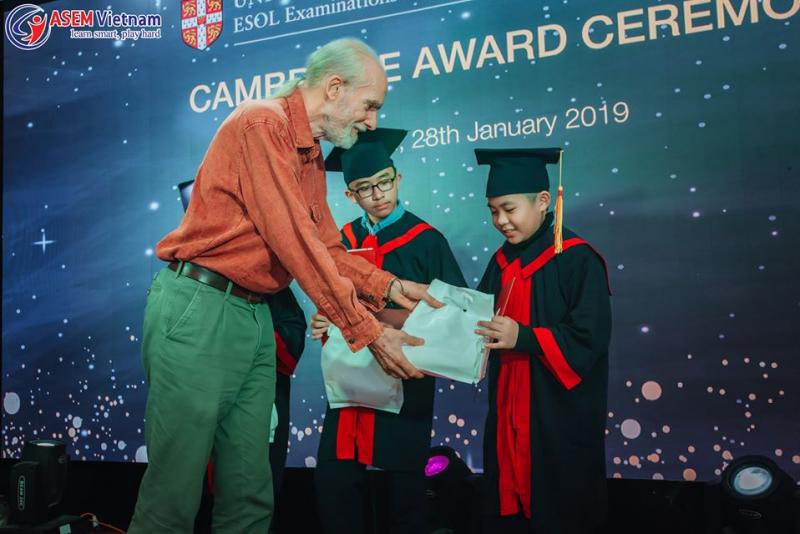 Học sinh Asem tại buổi lễ trao chứng chỉ quốc tế