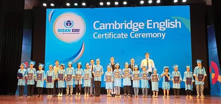 Học viên Ocean Edu Vinh tại buổi lễ trao giấy chứng nhận Cambridge