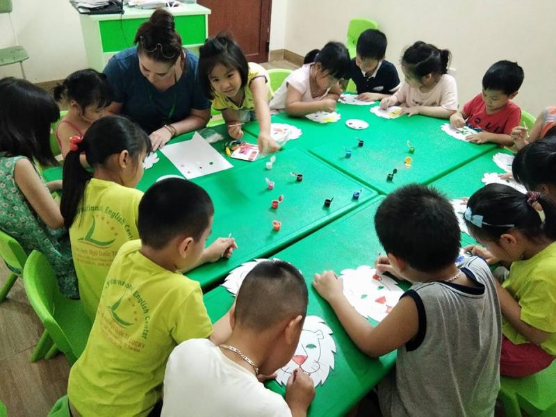 Lucky English Thái Bình là trung tâm Anh ngữ quốc tế, đơn vị đào tạo chuyên sâu và có hệ thống về tiếng Anh cho mọi lứa tuổi.
