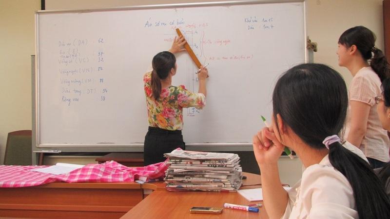 Thùy Linh không chỉ nổi tiếng về dạy mà các sản phẩm cắt may