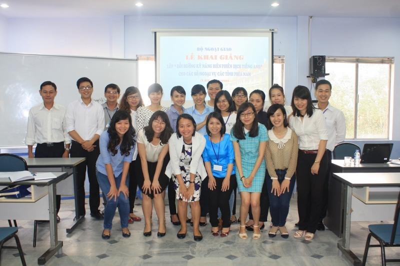Đội ngũ giáo viên tại trung tâm đào tạo, bồi dưỡng kiến thức ngoại giao và ngoại ngữ tại TP. HCM