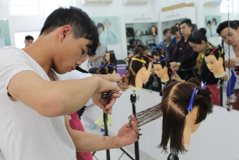 Trung tâm đào tạo cắt tóc LEVY Salon & Academy