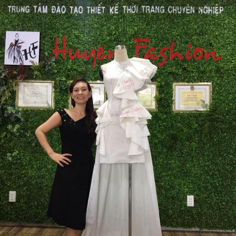 Trung tâm đào tạo thiết kế thời trang Huyen Fashion bạn sẽ được đào tạo bài bản từ căn bản đến nâng cao
