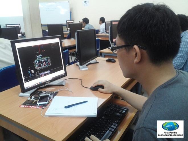 Nhiều học viên là sinh viên đăng ký học tại Trung tâm đào tạo Tin học Trẻ.