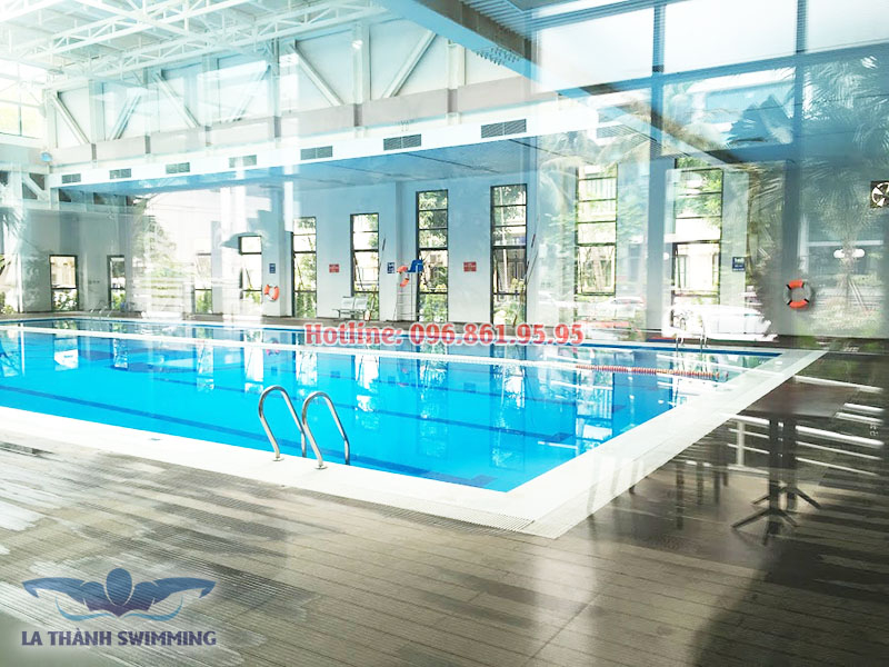 Sang trọng, sạch sẽ là những gì các tín đồ bơi lội miêu tả về bể bơi La Thành