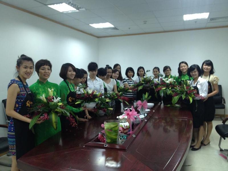 Dạy Cắm Hoa Chuyên Nghiệp do Mianh phụ trách và giảng dạy sẽ đem lại cho học viên những kỹ năng cắm hoa chuyên nghiệp nhất, đẹp nhất.