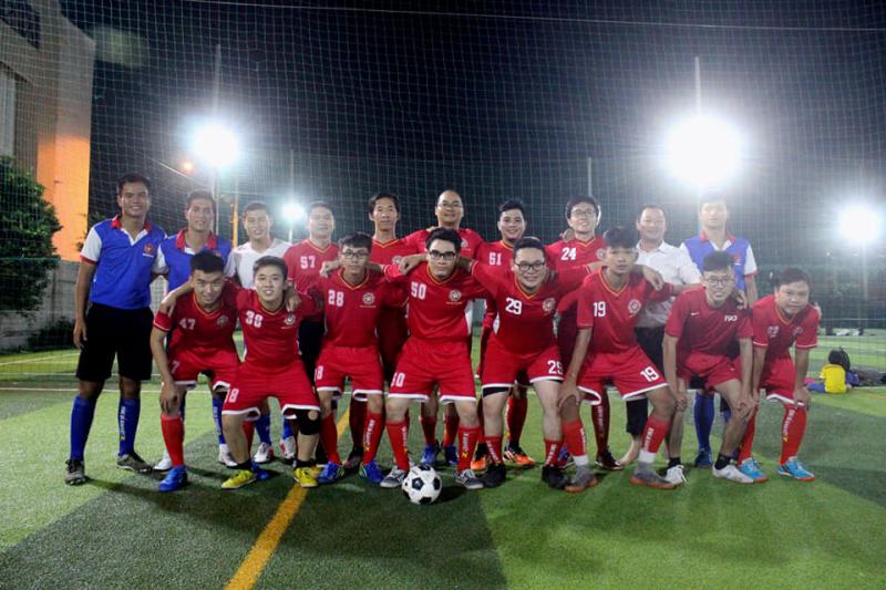 Trung tâm dạy bóng đá Nam Việt (bongdanamviet.vn) thường xuyên mở lớp học bóng đá, dạy bóng đá cho người đi làm, người lớn tuổi, người chưa biết đá bóng nhưng yêu thích môn bóng đá
