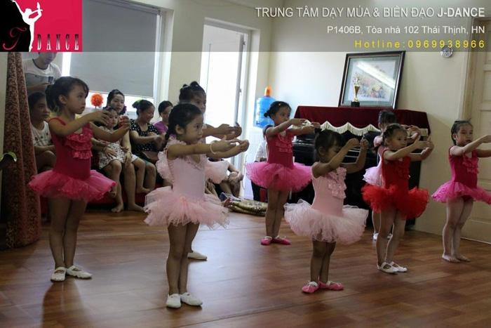 TRUNG TÂM DẠY MÚA & BIÊN ĐẠO J.DANCE
