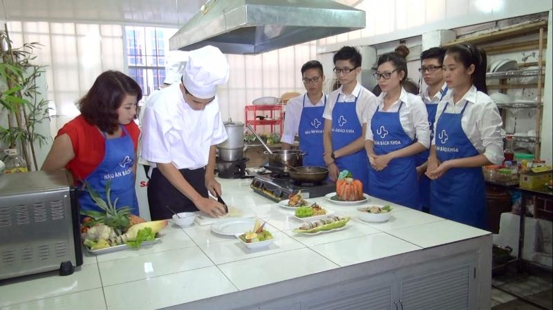 Khóa học bếp gia đình tại Trung tâm dạy nấu ăn Bách Khoa
