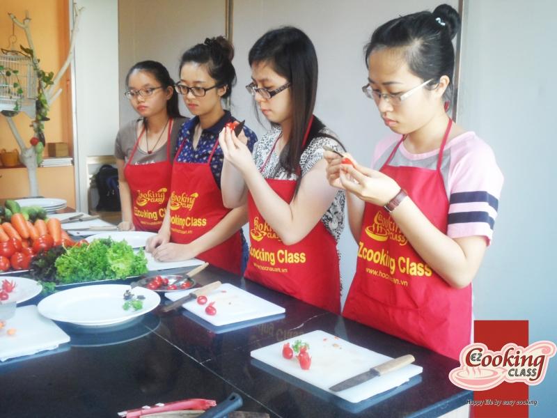Dạy nấu ăn cho sinh viên tại Trung tâm dạy nấu ăn EZcooking