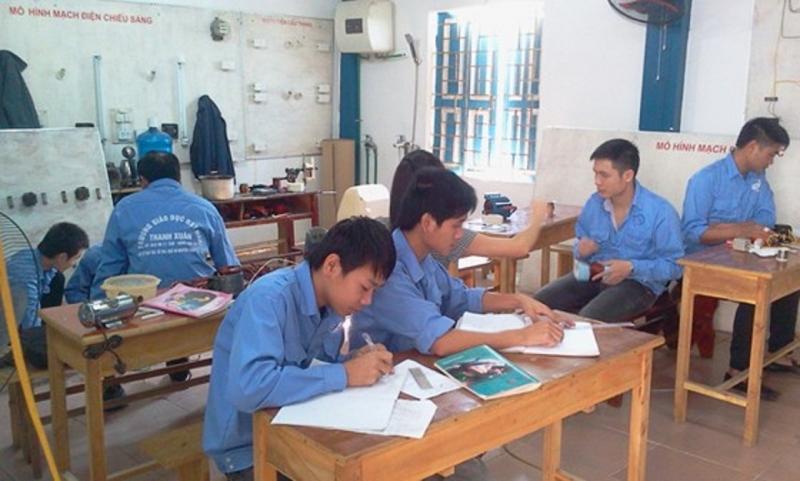 Một lớp học tại trung tâm dạy nghề điện dân dụng Thanh Xuân