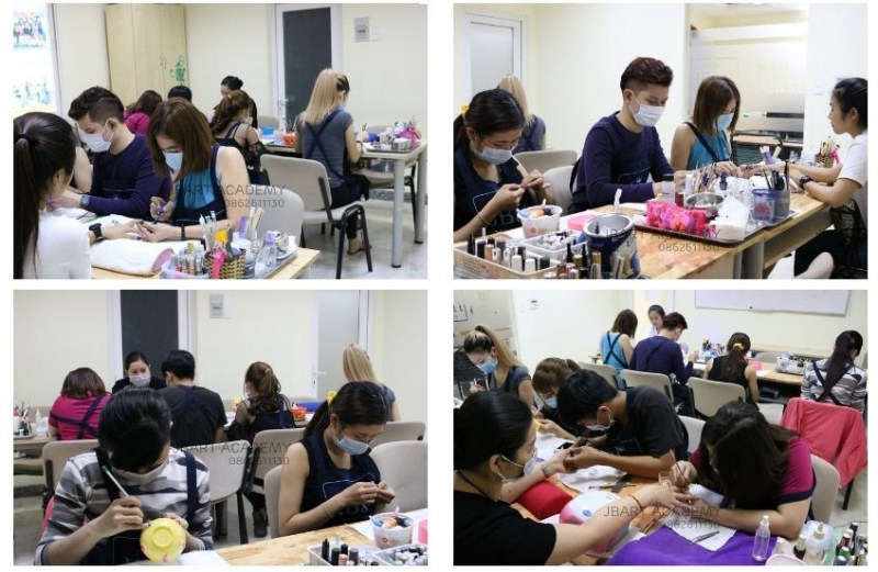 Các lớp học nail chuyên nghiệp tại trung tâm dạy nghề thẩm mỹ Nguyễn Hoàng