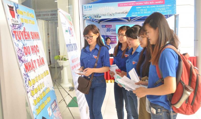 Hàng ngàn bạn trẻ tham gia Ngày hội việc làm thanh niên thành phố Cần Thơ, lần 2 năm 2016