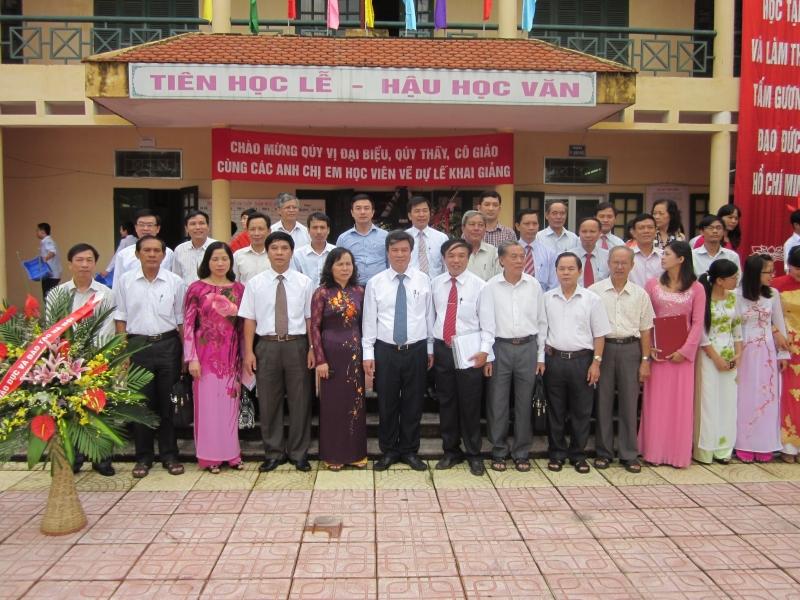 Đội ngũ giáo viên tại Trung tâm GDTX Sơn Tây