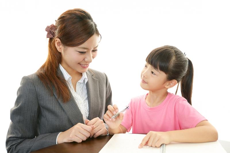 Tại đây, với hơn 50 giáo viên, giảng viên với trình độ cao và kỹ năng hướng dẫn đơn giản, logic, giúp các em nhanh chóng tiếp thu bài tốt hơn.