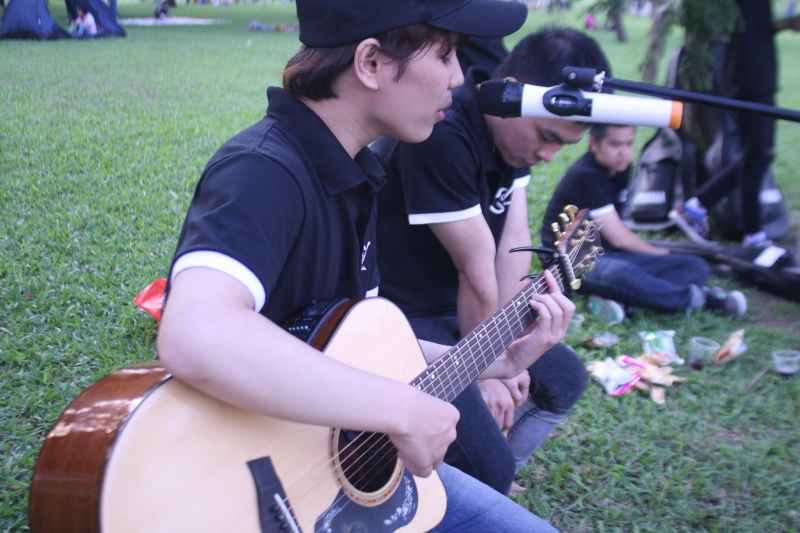 Học viên trung tâm Guitar Lĩnh Nam buổi offline ngày 2/10 tại CV Yên Sở - by Phương Nguyễn