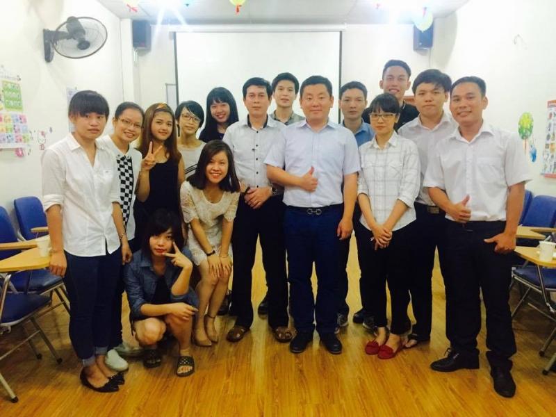 Học viên và giáo viên tại trung tâm hàn ngữ Sejong