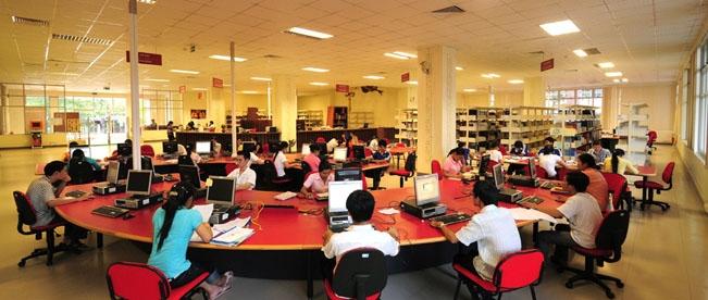 Bên trong Trung tâm học liệu Đại học Huế
