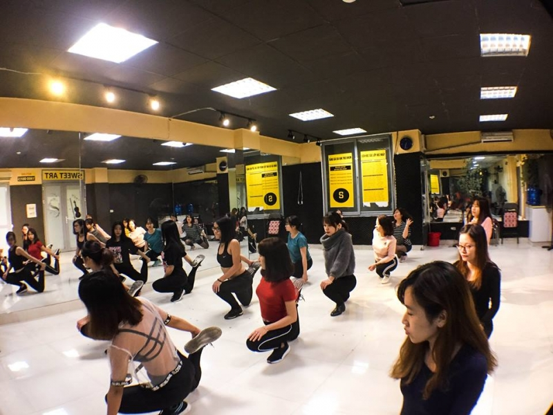 Ngoài ra, trung tâm còn có dịch vụ dạy nhảy riêng, biên đạo riêng theo yêu cầu