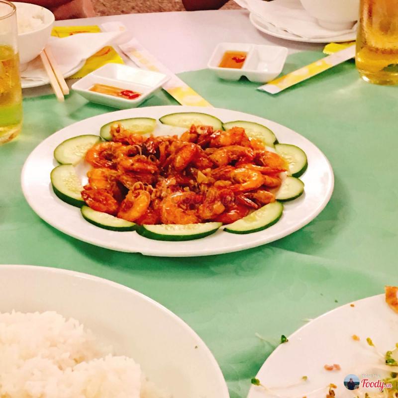 Món ăn trong tiệc cưới