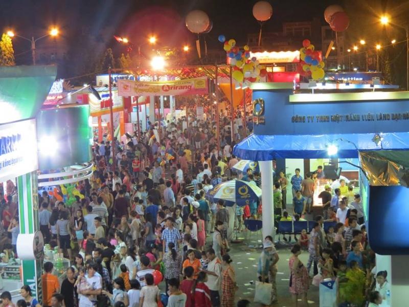 Hội chợ về đêm