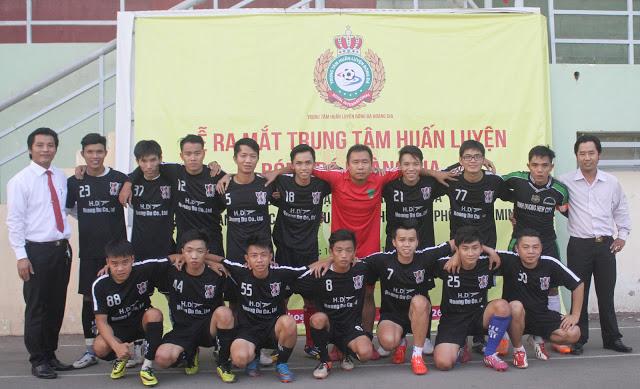 Khóa học bóng đá người lớn tại TRUNG TÂM HUẤN LUYỆN BÓNG ĐÁ HOÀNG GIA