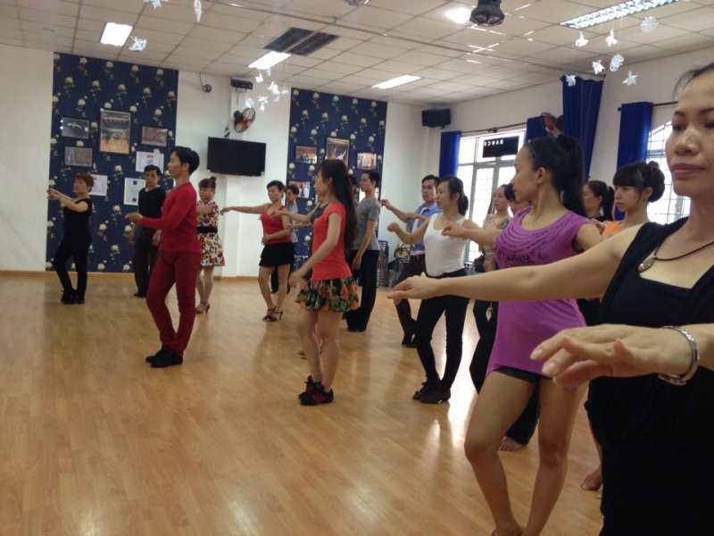 First Dance không ngừng đầu tư về cơ sở vật chất, không gian tập cũng như thường xuyên cập nhật các vũ điệu và phương pháp mới