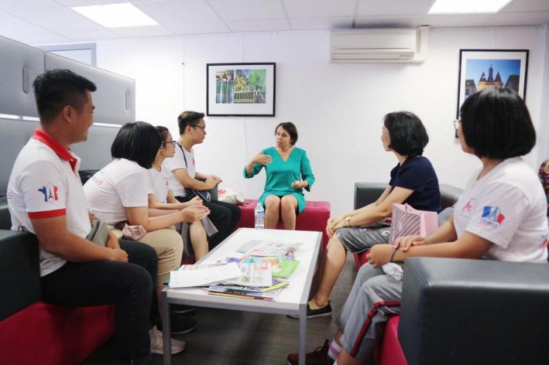 Giao lưu với giáo viên nước ngoài