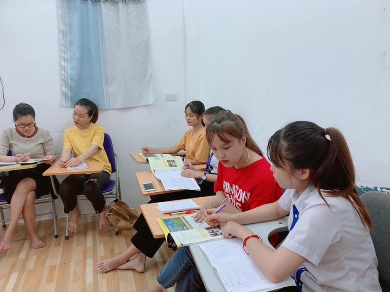 Tại I - World bạn sẽ chinh phục tấm chứng chỉ IELTS dễ dàng hơn với đội ngũ giáo viên nước ngoài đầy kinh nghiệm, phương pháp dạy học tiến tiến và mội trường học thân thiện, đầy đủ, hiện đại.