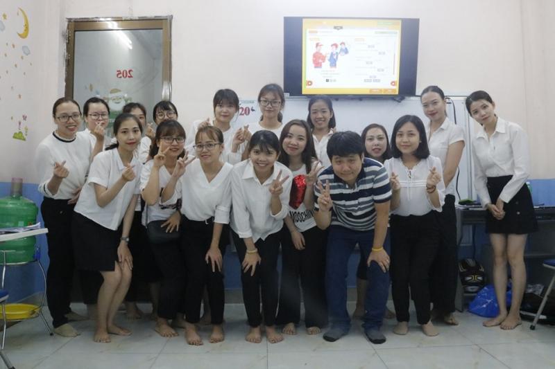 Các bạn học viên tại Trung Tâm Ngoại Ngữ Quốc tế Broad Way