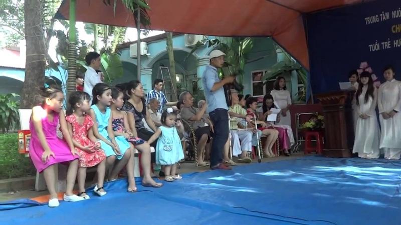 Một buổi giao lưu văn nghệ tại trung tâm chăm sóc người cao tuổi Phù Đổng