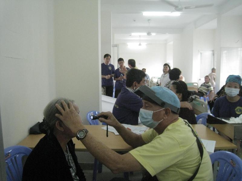 Trung tâm Medic Optic còn là đơn vị tiên phong tại Việt Nam khi đã áp dụng kỹ thuật mổ Lasek