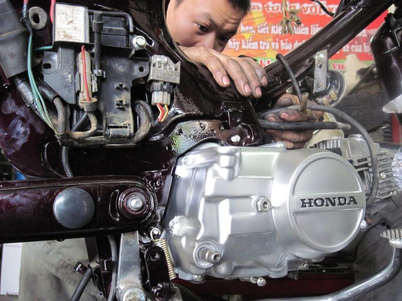 Bên cạnh cứu hộ, trung tâm còn có dịch vụ sửa xe tại nhà.