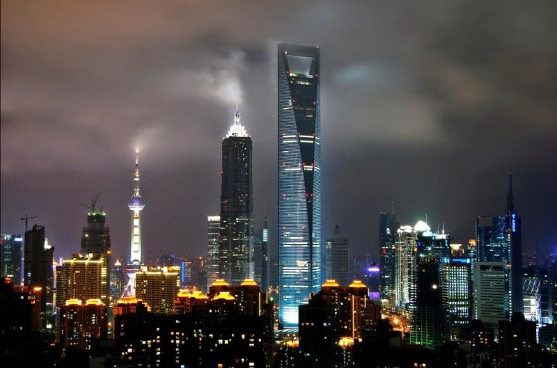 Ngắm nhìn quang cảnh toàn thành phố Thượng Hải ở độ cao 492 m về đêm.