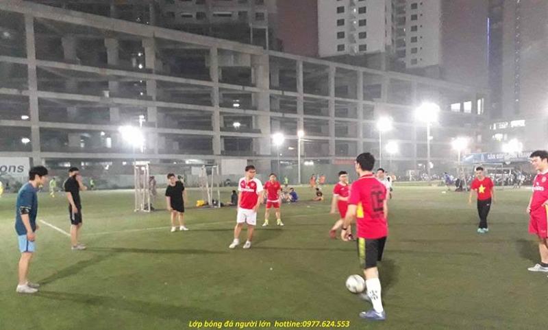Tham gia vào lớp dạy bóng đá cho người lớn tại Trung tâm thể thao V-Sport là cơ hội để các học viên nâng cao hơn nữa những kỹ thuật về bộ môn thể thao vua