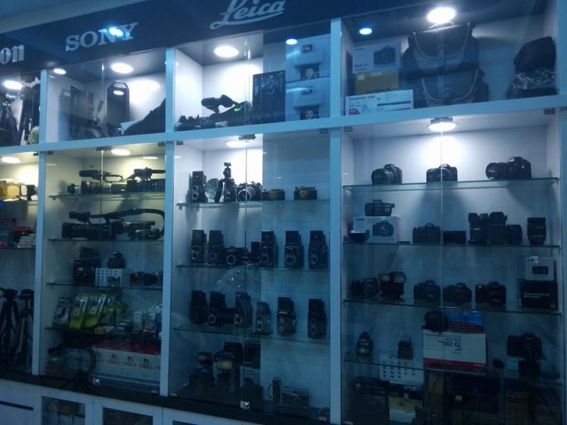 Các sản phẩm đang được bày bán tại cửa hàng.