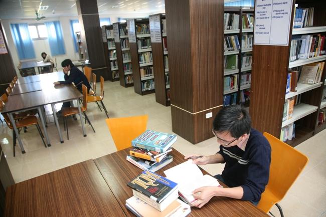 Bên trong thư viện trường Đại học Khoa học Xã hội và Nhân văn - Đại học Quốc gia Hà Nội