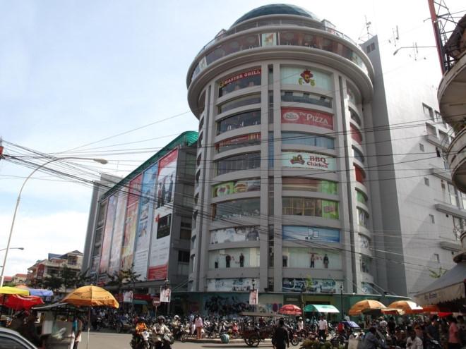 Hình ảnh bên ngoài của trung tâm thương mại