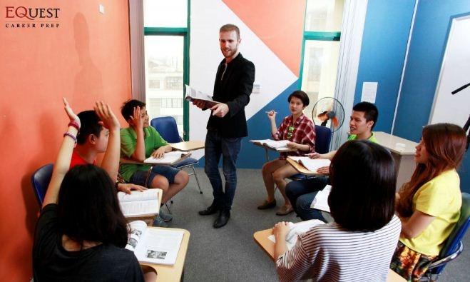 Một lớp học tiếng anh tại EQuest