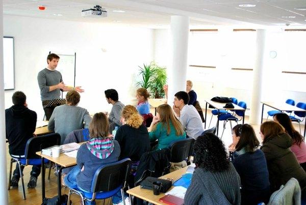 Học tiếng Anh giao tiếp tại Nem Light