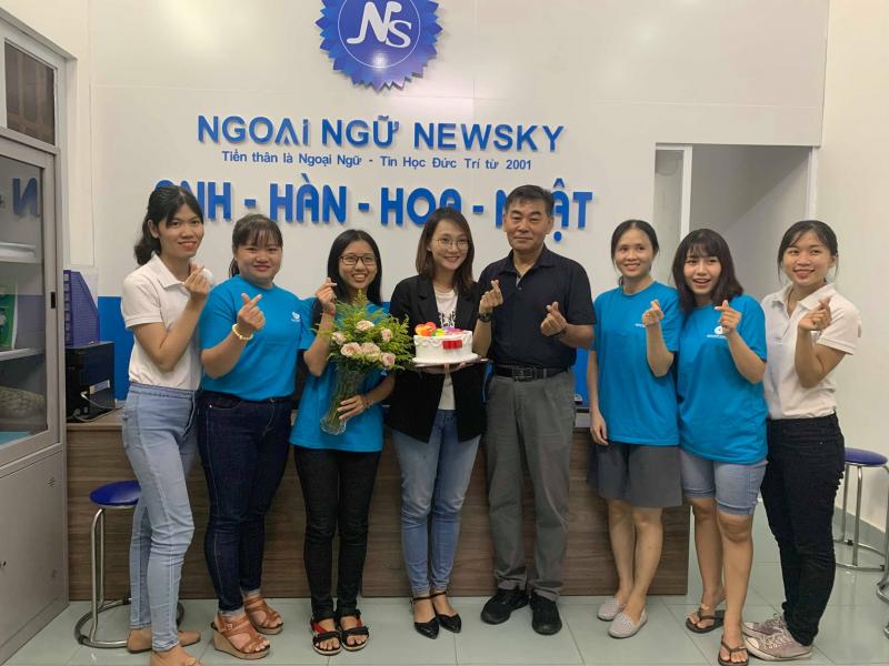 Một trong những trung tâm giao tiếp nổi tiếng ở quận Tân Bình được rất nhiều người theo học đó là Newsky.