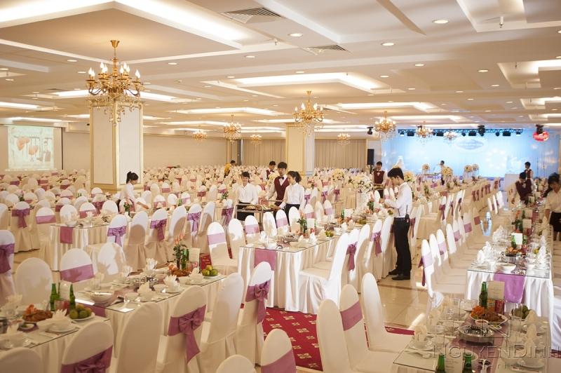 Trung tâm tổ chức sự kiện tiệc cưới Nguyên Đình.
