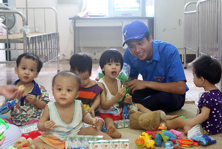 Trung tâm trẻ mồ côi, suy dinh dưỡng