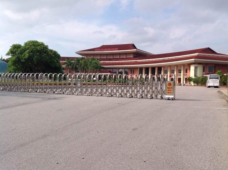 Trung tâm văn hóa Kinh Bắc - cổng Hồng Môn