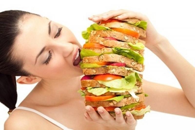 Tránh ăn quá no vì nó sẽ khiên bạn nóng hơn, khó chịu hơn